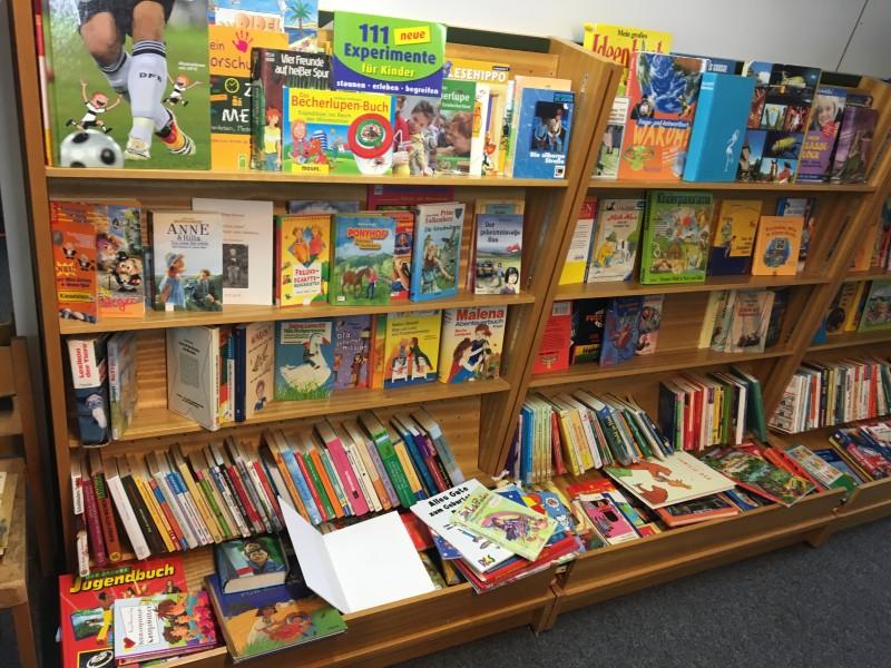 Kind Spielzeug Buch Spielsachen im MAGAZIN