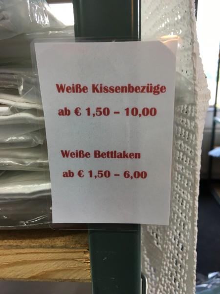 Kissen Kissenbezug gebraucht sehr günstig im MAGAZIN